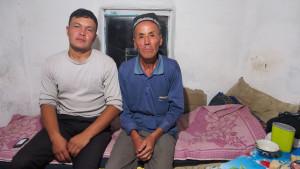 Misa shared with me his tiny cabin and his dinner in a deserted part of Uzbekistan. - - - - - Misa és fiatal barátja megosztották velem az ici-pici őrkabinjukat egy éjszakára, s még az ici-pici vacsorájukat is.
