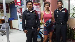 Let me say how grateful I am for all the policemen I came across in Thailand. They were fabulous! Kind, helpful, generous. They gave me water, coffee, food, when I let it, escorted me to the police station if I needed a place to stay at night. Every night around them was a great experience. - - - - - Ezúton köszönöm Thaiföld összes rendőrének a kedvességét! Szuper segítőkészek voltak, etettek, itattak, amikor hagytam, sötétedés után számos alkalommal motoros felvezetéssel kísértek az ösre, ahol aludhattam. Soha nem utasítottak el. Egy élmény volt minden alakalom!