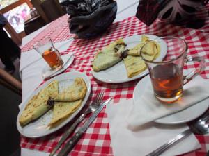 our unexpected meal in Inđija: kuvana rakija and pancakes - - - - - az ajándék uzsonnánk Inđijában: forralt rakija és isteni paacsinta